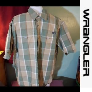 size XL Wrangler plaid button-down shirt